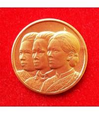 เหรียญสามราชินี สภากาชาดไทย เนื้อกระไหล่ทองสวยเหมือนทองคำ ร.พ.จุฬาฯสร้าง ปี 2529 สวยน่าสะสม