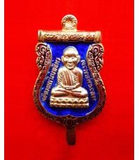แหนบเสมาหลวงพ่อทวด ประจำตระกูล เนื้อโลหะชุบทองลงยาสีน้ำเงิน วัดห้วยมงคล ปี 2554 สุดสวย