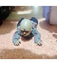 เด็กผึคลานบนพื้นคืนฮาโลวีน