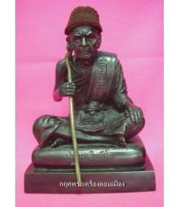 รูปหล่อบูชานั่งหมอนถือไม้เท้าศักดิ์สิทธิ์ หลวงปู่หมุน วัดบ้านจาน ขนาด 5 นิ้ว หมายเลข 85