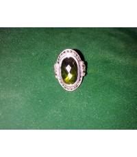แหวนพลอยเขียวส่อง