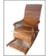 เก้าอี้ม้าโยกผลิตจากไม้สักทาสีเงางามทั้งตัวเก้าอี้