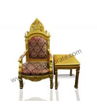 เก้าอี้ประธาน เก้าอี้ทรงหลุยส์สีทองวางด้วยเบาะตกแต่งด้วยลวดลายอย่างหรูหรามาก