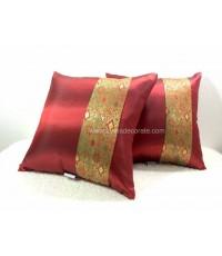 หมอนอิงลายบาหลีสีแดงตกแต่งด้วยลวดลายสวยงามสีทอง