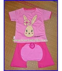 ชุดเสื้อกางเกงรูปกระต่าย  สีชมพู แขนสั้น กางเกงก้นบานมีหาง กางเกงเด็กสามารถใส่แพมเพริสได้