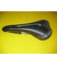 เบาะ selle Italia Nixe สีดำ ราง carbon composite ร่องกลาง