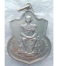 เหรียญทรงเสมา อาร์ม นั่งบัลลังก์ พระบาทสมเด็จพระเจ้าอยู่หัวภูมิพลอดุลยเดช ฉลองสิริราชสมบัติครบ ๕๐ ปี