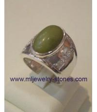 แหวนเงินฝังพลอยสีเขียว