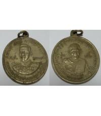 เหรียญกรมหลวงชุมพรเขตร์อุดมศักดิ์ ด้านหลังหลวงพ่อวัดมะขามเฒ่า เนื้ออาบาก้า