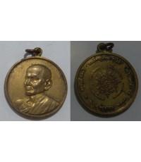 พระเครื่อง  เหรียญสมเด็จพุทธจารย์โตพรหมรังสี วัดระฆัง รุ่น 100 ปี พิมพ์กลาง เนื้อทองแดงกะไหล่ทอ