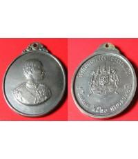 พระเครื่อง  เหรียญที่ระลึกโรงเรียนนายร้อยพระจุลจอมเกล้า ครบ 90 ปี จ.นครนายก ปี 2520 เนื้อเงิน
