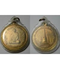 พระเครื่อง เหรียญในหลวงทรงผนวช ที่ระลึกในการทรงผนวช วัดบวรนิเวศ เนื้อฝาบาตร บล๊อกธรรมดา ปี2508 เหรีย