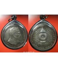 เหรียญแถบแพร ประดับ รัชกาลที่ 9 ที่ระลึกพระราชพิธีฉลองสิริราชสมบัติครบ 25 ปี เนื้อเงิน  ปี2514 ไม่มี