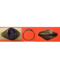 พระเครื่อง แหวนอาจารย์ปลั่ง วัดตาก้อง จังหวัดนครปฐม เนื้อเงินลงยาสีน้ำเงิน ตัวเรือนเนื้อเงิน ปี 2480