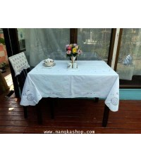 ผ้าปูโต๊ะอาหารสไตล์งานปักฉลุ