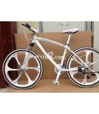 hummer จักรยานเสือภูเขา mountain bike 26 x17 นิ้ว, ดิสก์เบรก ล้อแมกนีเซียม เกียร์ 21 speed  สีขาว