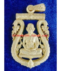 เหรียญเสมาฉลุลายยกซุ้มพญานาค รุ่นนฤมิตรโชค เนื้อบรอนซ์ชุบทองลงยาสีน้ำเงิน หลวงพ่อจรัญ