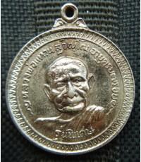 พระเหรียญกระไหล่เงินหลวงปู่แหวน วัดดอยแม่ปั่ง ปี 2517 สภาพสวย
