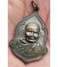 พระเหรียญกระไหล่เงินหลวงปู่แหวน วัดดอยแม่ปั่ง ปี 2525 จ.เชียงใหม่สภาพสวย