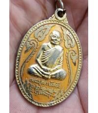 พระเหรียญลงยาสีเหลืองหลวงปู่คร่ำ วัดวังหว้า จ.ระยอง สร้างเจดย์ สภาพสวย