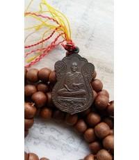 ประคำไม้แกะ หลวงพ่ออุตตมะ วัดวังวิเวการาม พร้อมเหรียญเสมาฉลองอายุ 84 ปี  ปี 2537 จ.กาญจนบุรีสภาพสวย