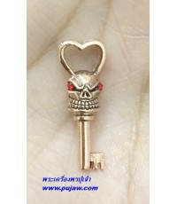กุญแจพรายเสน่ห์ เนื้อโลหะแก่ทองแดง ครูบาพร วัดปู่ฮ่อ เชียงใหม่ Thai Amulet