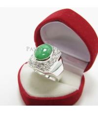 แหวนผู้ชาย หยกแท้สีเขียว ล้อมเพชร สุดหรู แหวนเงินแท้ 925 (SMRJe004)