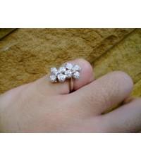 แหวนเพชรรูปดอกไม้