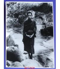 รูปถ่ายเก่าขาว - ดำ หลวงพ่อเล็ก วัดสันติคีรีศรีบรมธาตุ (วัดเขาดิน)จ.กาญจนบุรี ขนาด 6 x 8 นิ้ว