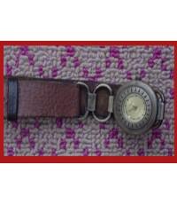 นาฬิกาทองเหลืองโบราณ (ข้อมือขวา)