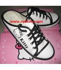 รองเท้าผ้าใบคิตตี้ ขาวดำ สวย( คู่สุดท้าย) ใส่เดินเล่น หรือเล่นกีฬาได้( สุดท้าย)