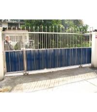 ประตูสแตนเลสติดแผ่นอลูซิ้งค์บานเลื่อน Stainless Steel with Alu-Zinc Sliding Gate