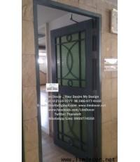 ประตูไม้ตกแต่งลายเหล็กหล่อดัด Wood Gate decorated by Metal Steel Molding@Evergreen Service Apartment