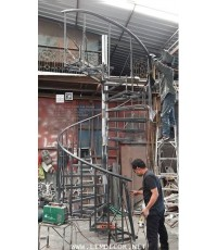 LD–B1281 บันไดวนเหล็ก พื้นไม้ระแนง สวนสนุกนครราชสีมา Metal Spiral Staircase + Wood Flooring