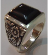 แหวน ลายดอกไม้ไทย หัวนิลสี่เหลี่ยม