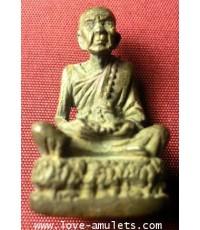 หลวงปู่หมุน วัดบ้านจาน รูปหล่ออายุยืนเนื้อนวโลหะเทดินไทยแท้ ปี 46