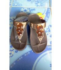 รองเท้า Fiflop Luna  รุ่นนี้ คริสตัล 4 เม็ด สีน้ำตาลพื้นสีน้ำตาลเข็ม ขนาด 36-39