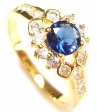แหวนผู้หญิงหุ้มด้วยทองคำฝังประดับอัญมณีสีน้ำเงินหรือไพลินที่หน้าแหวนล้อมประดับด้วยเพชร CZ รอบข้าง