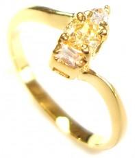 แหวนผู้หญิงหุ้มด้วยทองคำประดับด้วยอัญมณีสีเหลืองหรือบุษราคัมเม็ดกลางแบบหนามเตยพร้อม เพชรบนล่าง