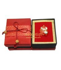 เบญจรงค์ (สีแดง) + กล่องผ้าไหมคาดเชือก