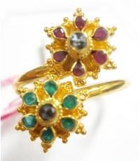 (ขายแล้ว) bb38021 แหวนทอง ดอกไม้  2 ดอก ทรงโบราณ   เป็นพลอย 3 สี เป็นแบบก้านไขว้  ใส่แล้วเต็มหน้าข้อ