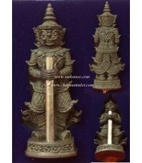 หลวงพ่อฟู ท้าวเวสสุวรรณจับตะกรุดนะโภคทรัพย์เนื้อชินฤทธิ์จีวรตะกรุดเงิน (หมายเลข 117)