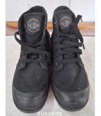 รองเท้าผ้าใบแบบหุ้มข้อ PALLADIUM