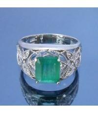 แหวนมรกตธรรมชาติสีเขียว เพชร 1.85 กะรัต ดีไซเรียบหรู