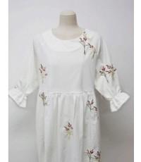 ชุดเดรสผ้าบางปักดอกไม้เล็กแขนคลุมศอกจจีบสีขาว,ไซร์ M,L