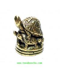 เต่ามงคลขี่เต่าสี่ตัว (รวมห้าตัว) อายุวัฒนะ อำนาจ วาสนา บารมี:เนื้อทองเหลือง สูง2.5ซม.ฐาน2ซม.