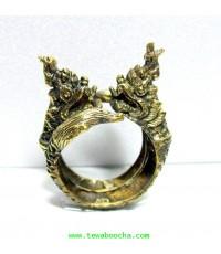 แหวนพญานาคคู่พันขดวงกลมเศียรชนกัน:เนื้อทองเหลืองเส้นผ่านศูนย์กลางแหวน2ซม.ตัวแหวนสูง3.5ซม.