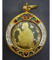 เหรียญหลวงพ่อคูณ หลัง ส.ก. วัดบ้านไร่ ปี๓๖ เนื้อทองคำ ล้อมกรอบทองฝังเพชร หนัก ๒๙ กรัม พร้อมกล่องเดิม
