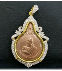 จี้และเข็มกลัดเหรียญพระมหาชนก เนื้อนาก (ส่วนผสมทองคำ 40)  พิมพ์เล็ก น้ำหนักรวม 20.6 กรัม ยอดนิยม