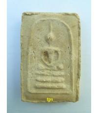 พระมงคลมหาลาภ องค์ที่ 107  ปี2499 แบบสมเด็จ3ชั้นหลังเรียบ พิมพ์เล็ก